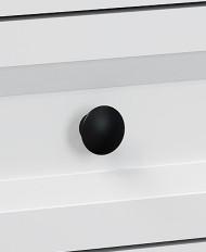 Os puxadores metálicos possuem proteção aos desgastes ocorridos pelo uso contínuo dos produtos.